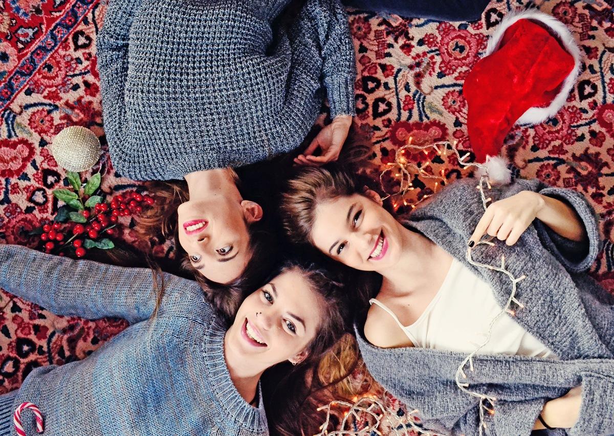 badilagreekfashion-christmascollection-home-friendsgirls